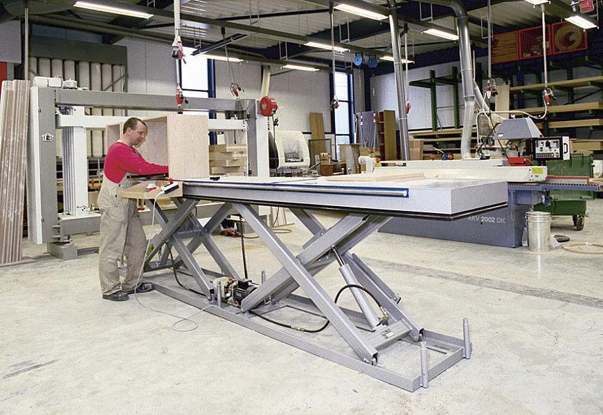 стационарный  ножничный подъемный стол повышенной грузоподъемности