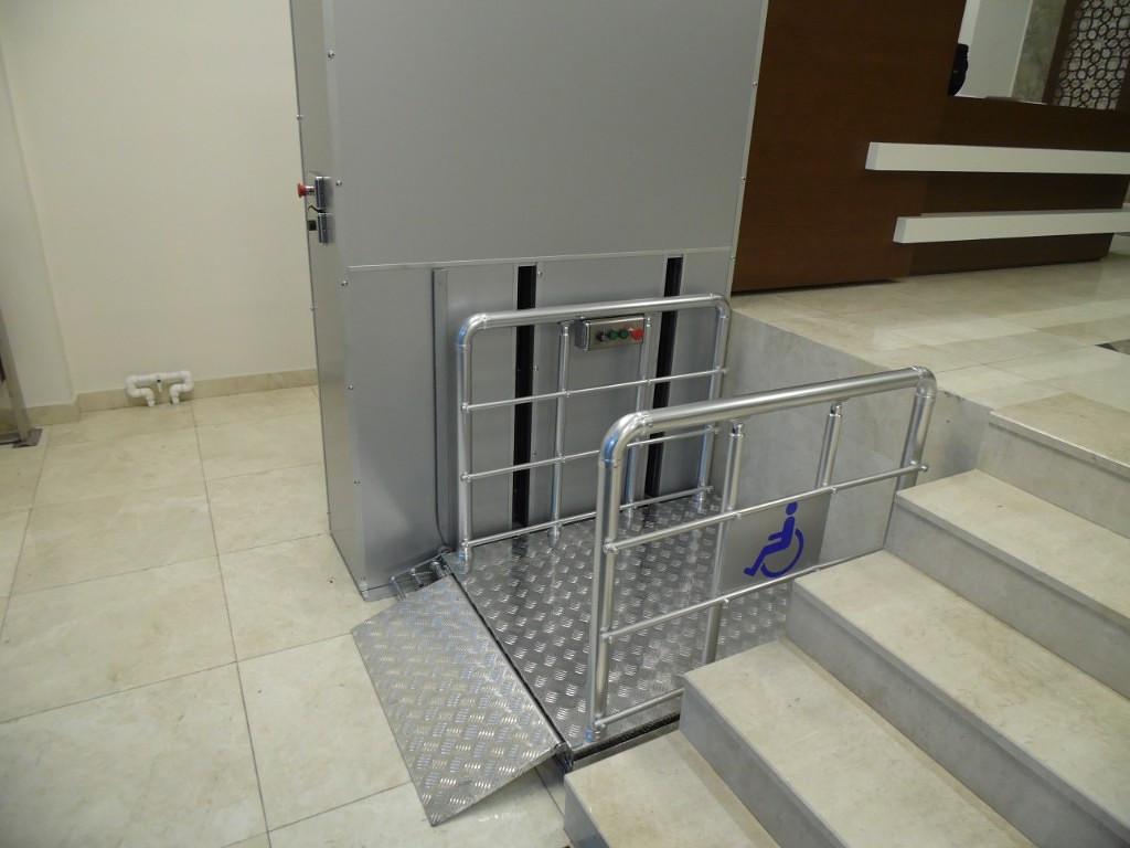 Подъемник для инвалидов колясочников