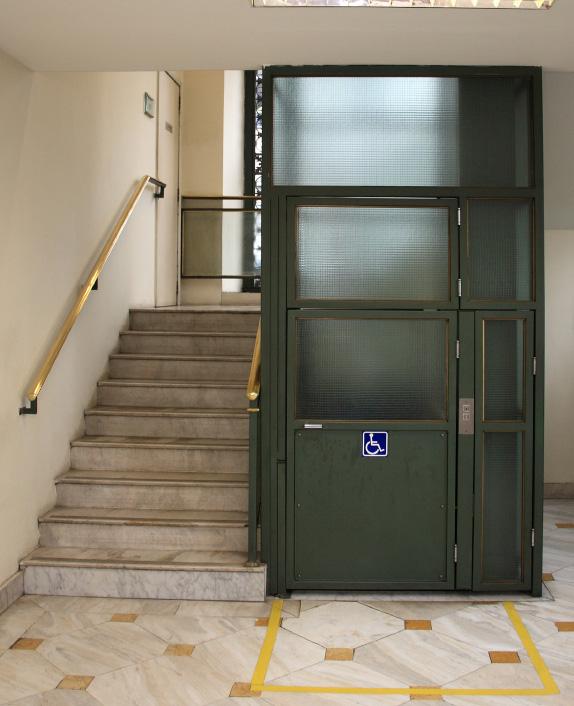 Подъемник для инвалидов в шахте