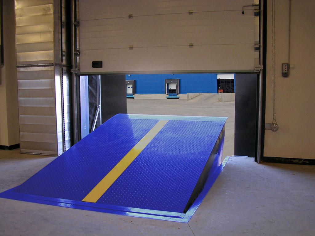 уравнительная платформа для склада или производства