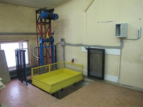 грузовой мачтовый подъемник для склада или производства