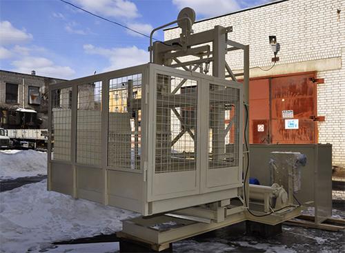 Грузовой мачтовый подъемник 2000 кг