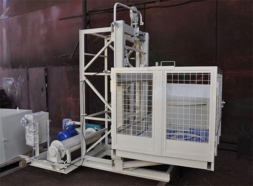 Производство грузовых мачтовых подъемников для склада или производства