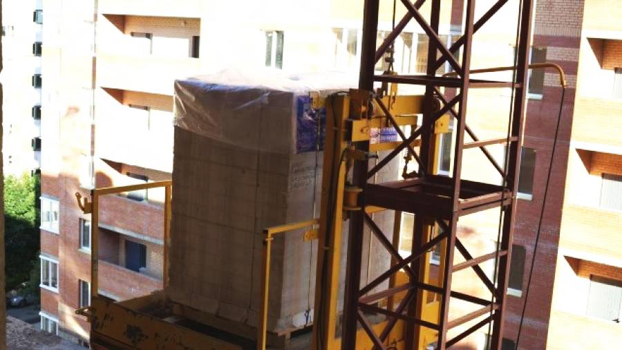 строительный грузовой мачтовый подъемник г/п от 300 до 2000 кг