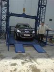 Автомобильный подъемник съезд автомобиля по откидным лапам